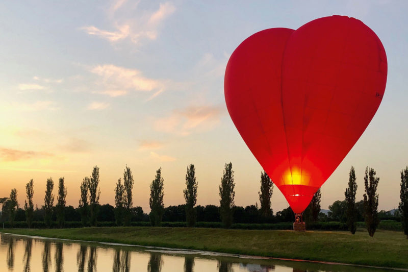 Balloon Aloft Hunter Valley - Our big red love heart is the only balloon of its kind in Australia